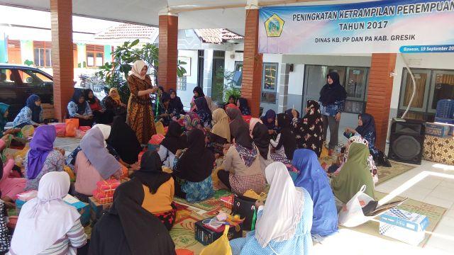 Pelatihan Keterampilan Perempuan di Bawean
